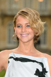 Eschewing color altogether, Jennifer Lawrence topped off her beauty look with some metallic eyeshadow and dark liner.