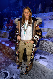 Anna dello Russo teamed cargo pants with a button-down for the H&M fashion show.