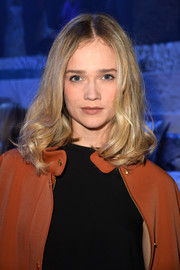 Florrie styled her hair with bouncy, curly ends for the H&M fashion show.