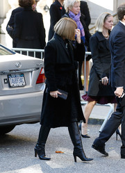 Anna Wintour attended Oscar de la Renta's funeral looking somber yet elegant in a black fur coat.