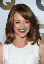 Jayma Mays was all smiles on the red carpet as she showed off her radiant red shoulder length curls. With a side swept bang and soft curls, this look was bound to catch our attention!