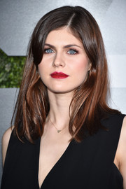 Alexandra Daddario perked up her beauty look with a vibrant red lip.