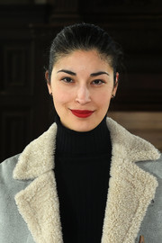 Caroline Issa sported a bold red lip while keeping the rest of her beauty look low-key at the Gabriela Hearst fashion show.