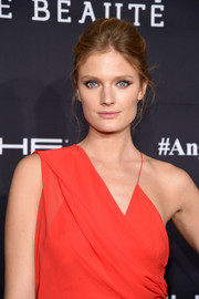 Constance Jablonski looked elegant wearing this toned-down beehive at the Angel Ball 2016.