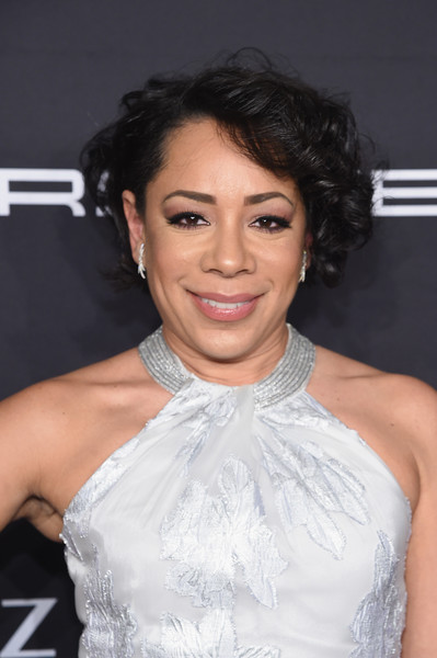Selenis Leyva wore her hair in a short curly style at the Angel Ball 2016.