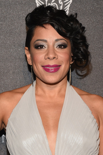 Selenis Leyva looked edgy-glam with her short, side-swept curls at the 2015 Angel Ball.