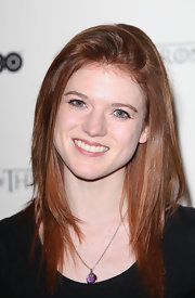 Rose Leslie's layered haircut gave her long length shape and volume.