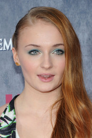 Sophie Turner gave her eyes an opalescent glow with some jewel-tone shadow when she attended the 'Game of Thrones' season 4 premiere.