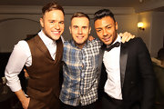 Olly Murs performed at the Gary Barlow show wearing a suit featuring a plaid vest.