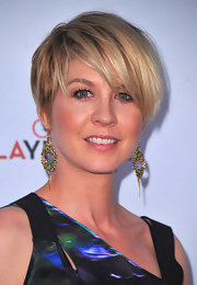 Jenna Elfman wore a pair of beaded gold earrings at the Backstage at the Geffen Gala.