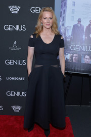 Laura Linney made a fab appearance at the New York premiere of 'Genius' in a trendy black cutout dress.