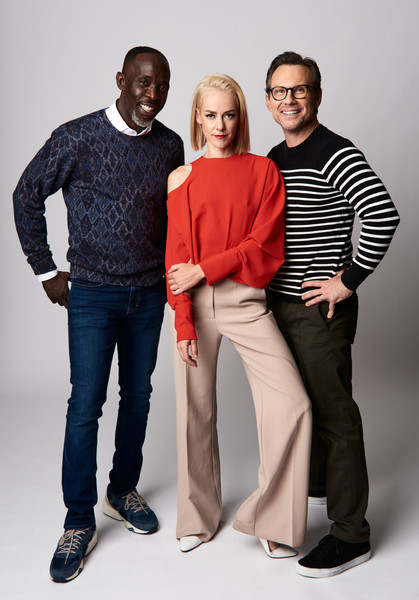 Jena Malone paired her top with beige wide-leg pants.