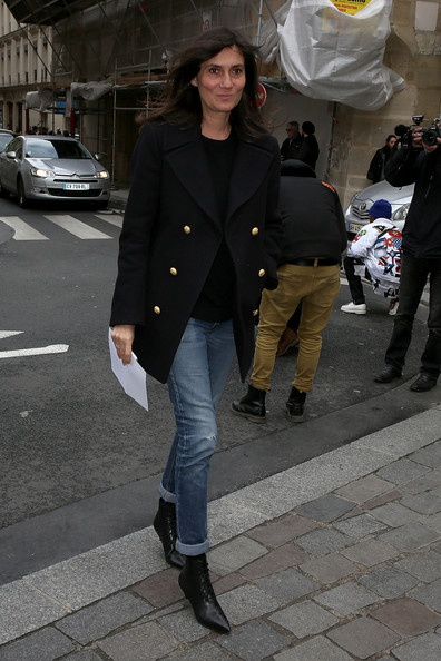 Emmanuelle Alt dressed up a pair of jeans with a classic black pea coat with gold buttons for the Giambattista Valli fashion show.