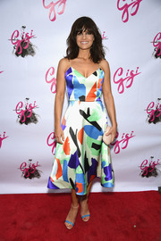 Carla Gugino finished off her colorful ensemble with blue and beige ankle-strap sandals.