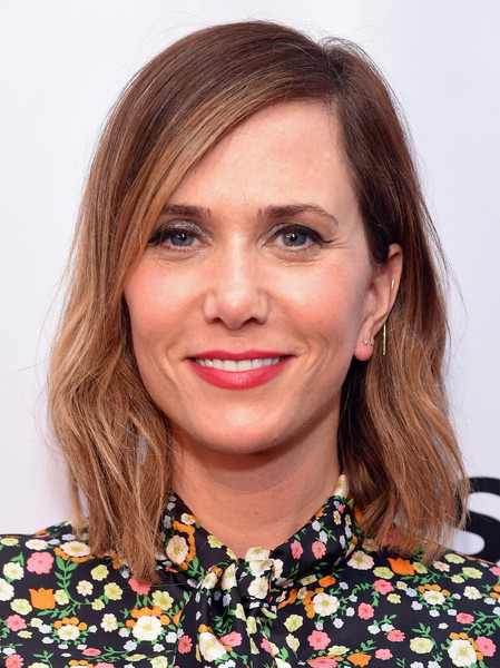 Kristen Wiig sported casual, barely-there waves during Gildafest '16.