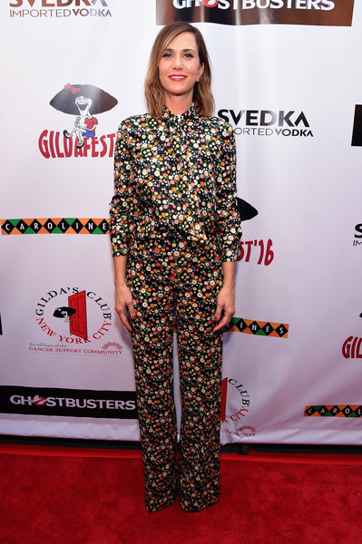 Kristen Wiig kept it conservative and girly in a Tory Burch floral blouse buttoned all the way up to her neck during Gildafest '16.