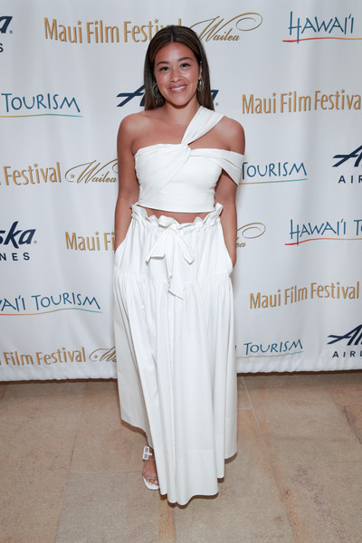 Gina Rodriguez Crop Top [shoulder,clothing,dress,fashion,beauty,joint,hairstyle,fashion design,gown,long hair,dress,gina rodriguez,beauty,red carpet,celebrity,fashion,shoulder,clothing,maui,maui film festival,2019 maui film festival,maui,red carpet,celebrity,film,hip,film festival,supermodel,livingly media,beauty]