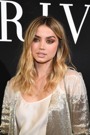 Ana de Armas wore her hair in casual waves at the Armani Prive fashion show.