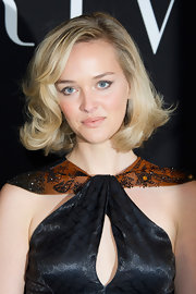 Jess Weixler attended the Giorgio Armani Prive fashion show wearing her blond bob in subtle curls.