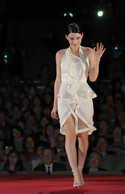 Rooney Mara wore a white avant-garde cocktail dress to the 'Girl With the Dragon Tattoo' Japan premiere.