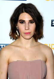 Zosia Mamet sported an edgy short wavy 'do at the 'Girls' season 3 premiere in London.