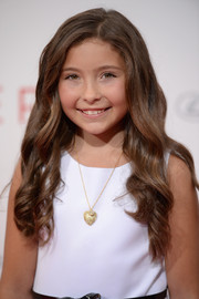 Emma Tremblay was sweet and cute at the NYC premiere of 'The Giver' wearing this long wavy hairstyle.