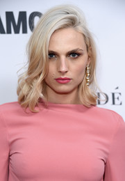 Andreja Pejic wore her hair in tousled waves at the 2017 Glamour Women of the Year Awards.