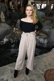 Zoey Deutch chose a pair of pale-pink paper bag pants (also by A.L.C.) to complete her outfit.