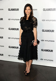 Jessica Biel amped up the ladylike feel with a black satin clutch by Roger Vivier.