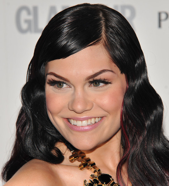 Jessie J amped up her glamorous look with a red carpet essential, fluttering lashes.