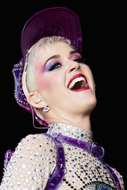 Katy Perry looked theatrical with her rainbow eyeshadow while performing at the 2017 Glastonbury Festival.