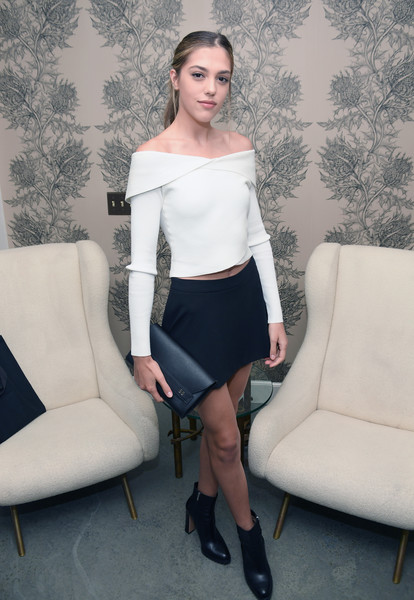 More Pics of Sistine Rose Stallone Envelope Clutch  (5 of 6) - Clutches Lookbook - StyleBistro [white,clothing,shoulder,leg,lady,joint,waist,tights,fashion,hairstyle,los angeles,california,book launch celebration,glenda bailey,sistine rose stallone,eric buterbaugh]
