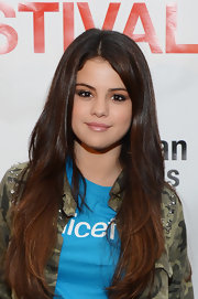 Caramel-colored ends beautifully warmed up Selena's long chocolate locks.