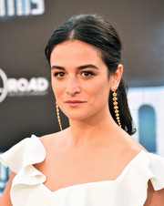 Jenny Slate accessorized with a pair of dangling gold earrings.