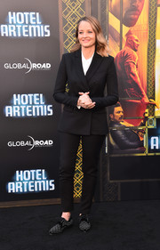 Jodie Foster styled her suit with a pair of studded oxfords.