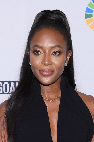 Naomi Campbell styled her hair into a neat high ponytail for the Global Goals Awards 2017.