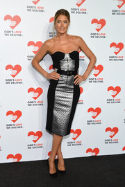 Doutzen Kroes went for a modern, sexy vibe at the Golden Heart Awards in a strapless black and silver Michael Kors dress with quilted paneling.