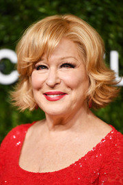Bette Midler attended the 2018 God's Love We Deliver, Golden Heart Awards wearing her hair in a chic razor cut.