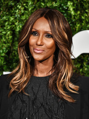 Iman styled her hair into a center-parted wavy 'do for the God's Love We Deliver, Golden Heart Awards.