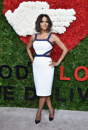 Halle Berry completed her breezy-chic ensemble with a pair of blue patent pumps.