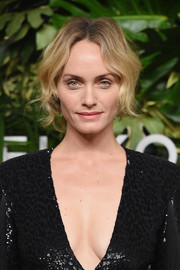 Amber Valletta looked vintage-glam with her loose wavy ponytail at the Golden Heart Awards.