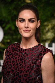 Hilary Rhoda looked stunning even with this simple ponytail at the Golden Heart Awards.