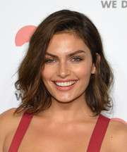 Alyssa Miller looked gorgeous with her messy-chic waves at the Golden Heart Awards.