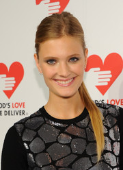 Constance Jablonski looked downright gorgeous at the Golden Heart Awards even with this casual ponytail.
