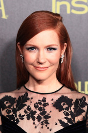 Darby Stanchfield kept it simple yet elegant with this straight side-parted hairstyle at the Golden Globe Award season celebration.