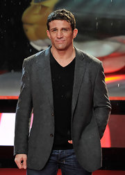 Alex Reid kept somewhat dry in a gray blazer at the 'A Good Day to Die Hard' premiere.