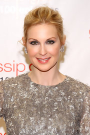 Kelly Rutherford emphasized her eyes with silver metallic shadows at the 'Gossip Girl' 100th episode celebration.