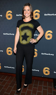 Ashley Williams matched her 'Got Your 6' tee with a pair of black slacks.