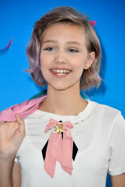 Grace Vanderwaal Short Wavy Cut [hair,hairstyle,gesture,smile,finger,child model,fashion accessory,neck,teen choice awards,galen center,los angeles,california,arrivals,grace vanderwaal]