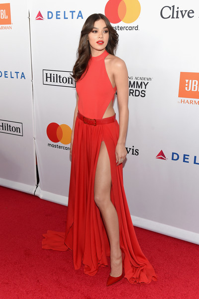 Hailee Steinfeld matched her top with a high-slit red maxi skirt, also by Elie Saab.